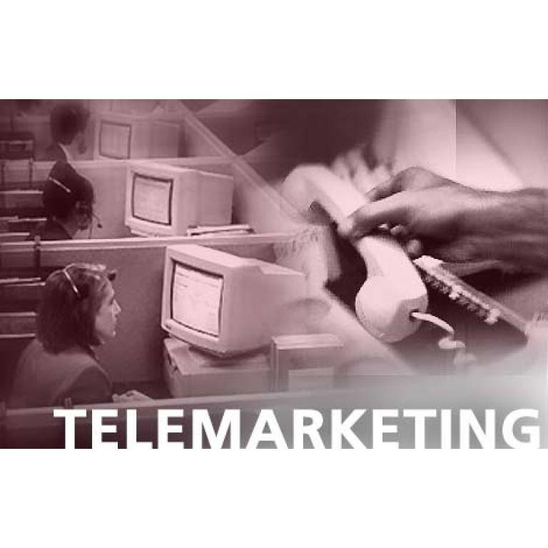 ¿En qué se diferencian la recepción y la emisión de llamadas en telemarketing?